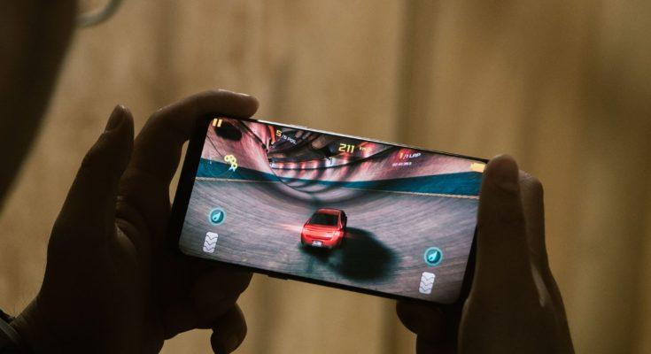 Đánh giá chi tiết về Samsung galaxy S8 Plus cũ (1)