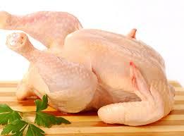 Giá gà dai đông lạnh so với gà dai tươi ngoài chợ.