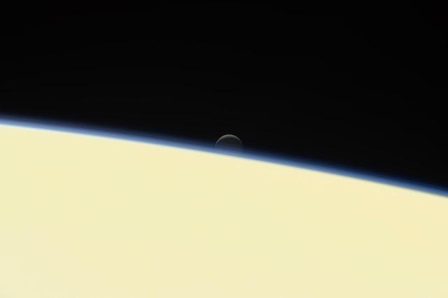 Tàu Cassini tự sát kết thúc hành trình vĩ đại 20 năm - Ảnh 3.