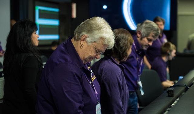 Tàu Cassini tự sát kết thúc hành trình vĩ đại 20 năm - Ảnh 2.
